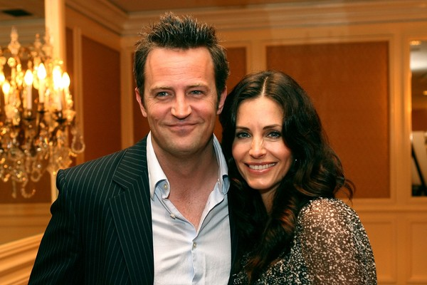 O ator Matthew Perry e a atriz Courteney Cox (Foto: Getty Images)
