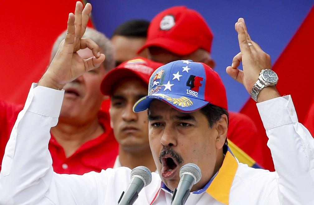 Maduro fez discurso no mês de março, durante marcha em Caracas — Foto: Natacha Pisarenko/AP