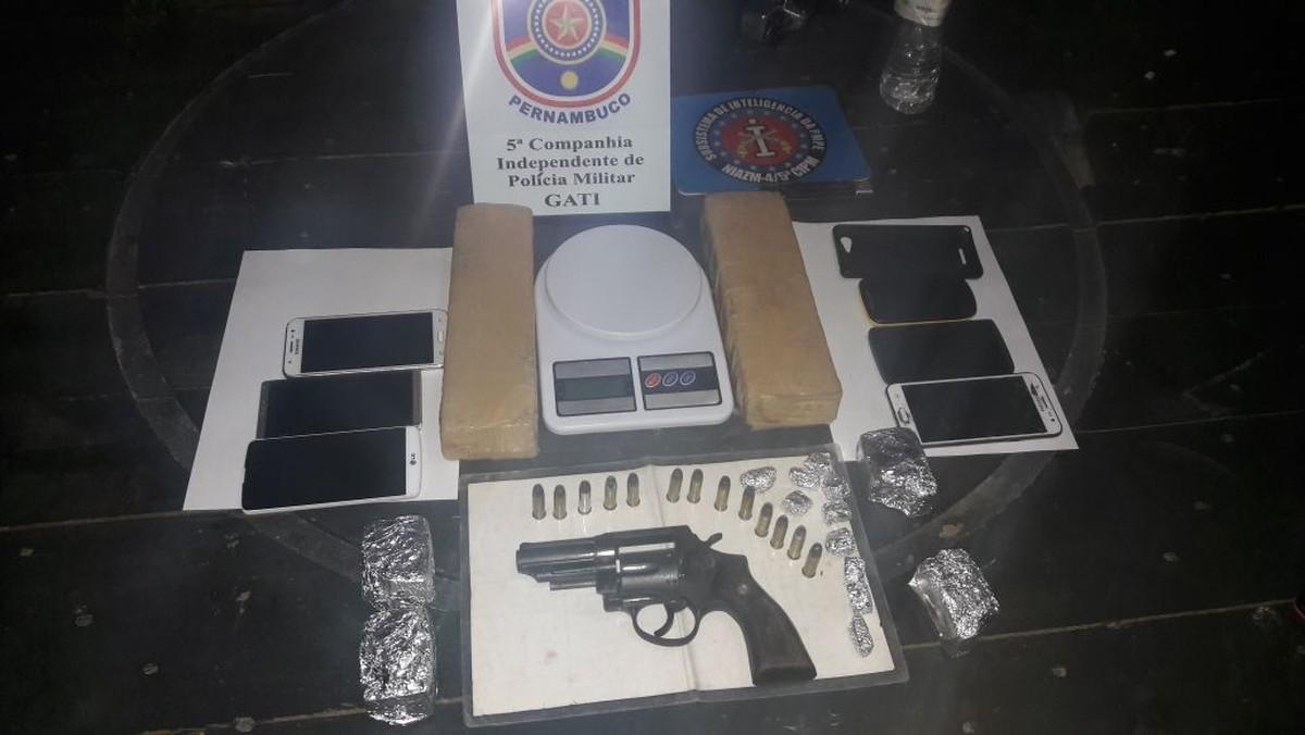 Polícia prende suspeitos por tráfico de drogas e porte ilegal de arma em Gravatá