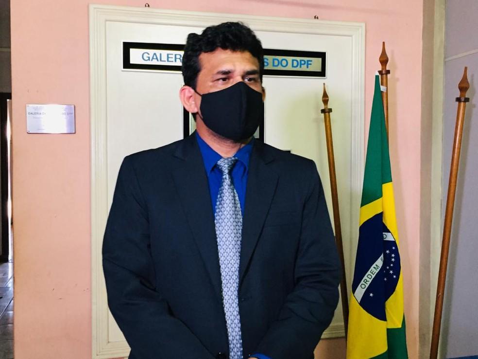 Delegado da Polícia Federal Gecivaldo Vasconcelos, durante coletiva  — Foto: Geovane Brito/G1