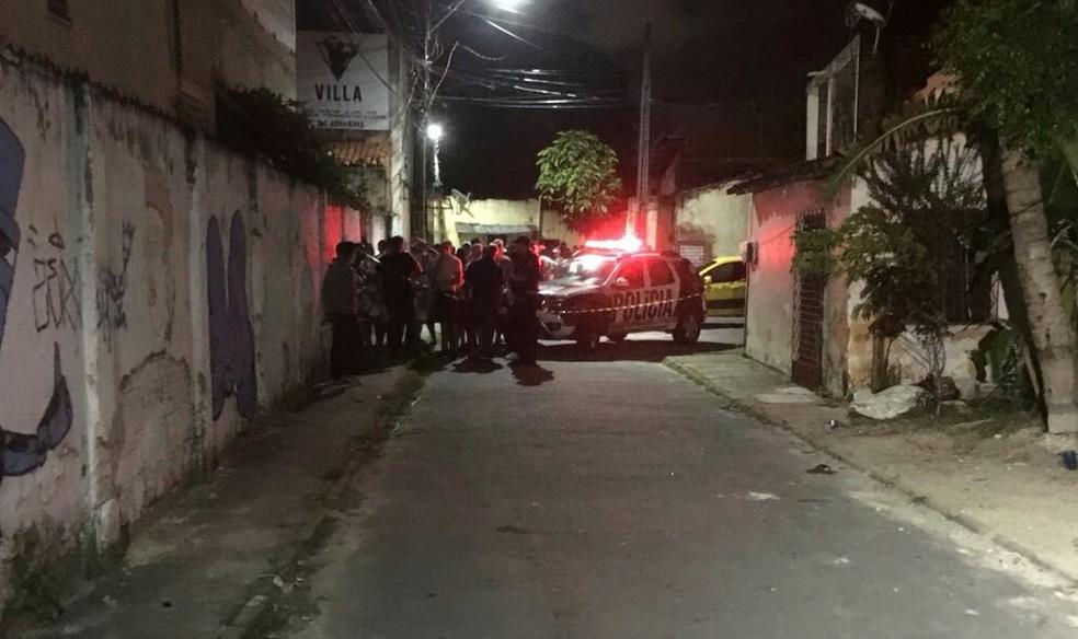 Um dos ataques aconteceu na Rua Joaquim Magalhães, na sede da Torcida Uniformizada do Fortaleza (Foto: André Teixeira/G1 CE)