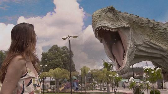 Cidade baiana expõe esculturas de dinossauros em tamanho real