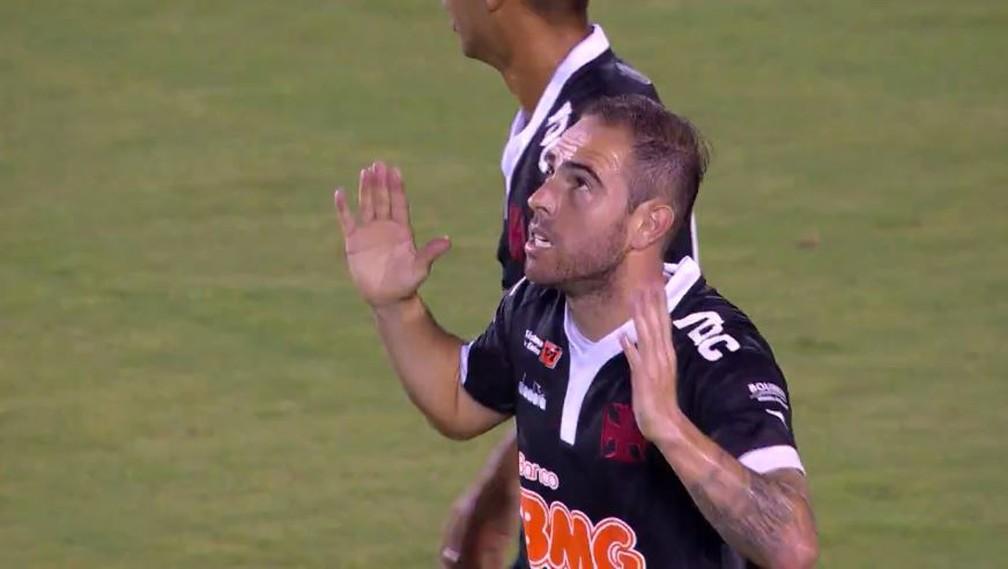 Bruno César comemora seu primeiro e único gol com a camisa do Vasco — Foto: Reprodução / Premiere