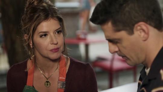 Carla trai Madureira e se entrega a Marco