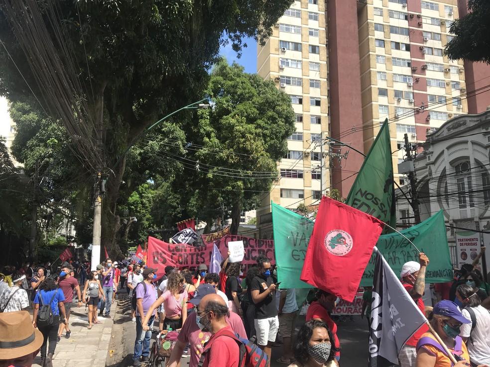 Manifestantes protestam contra o presidente Jair Bolsonaro em Belém (PA), neste sábado (29). — Foto: Gabriela Azevedo / G1