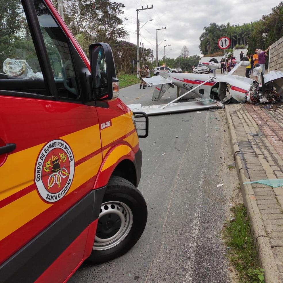 Acidente ocorreu em bairro residencial de Guabiruba — Foto: Corpo de Bombeiros/ Divulgação