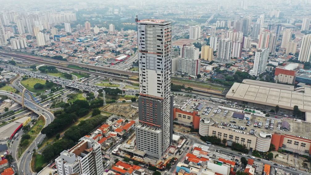 Prédio mais alto de São Paulo tem 172 metros e é o primeiro a carregar o título e não estar localizado na região central. Edifício fica no Tatuapé, na Zona Leste da cidade. — Foto: Giaccomo Vocio/G1