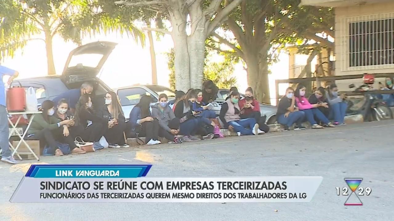 Terceirizadas da LG seguem em greve após anúncio de fim da produção em Taubaté