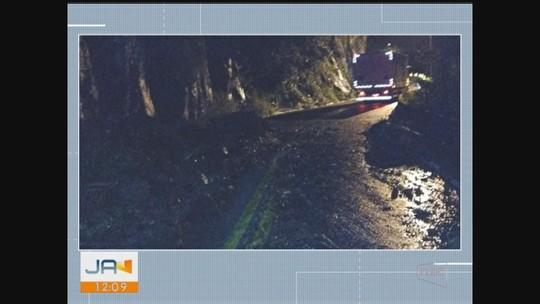 Pista da Serra do Rio do Rastro é interditada parcialmente após deslizamento