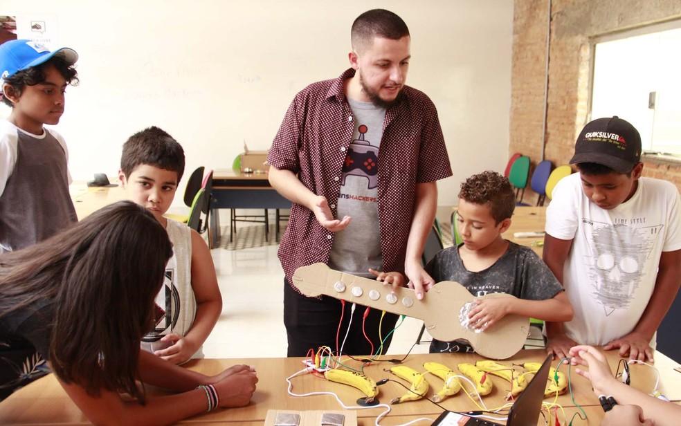 Jovens Hackers oferece oficinas e cursos de programação e robótica nas periferias — Foto: Mariana Lima/Amitie Fotografia/Jovens Hackers/Divulgação