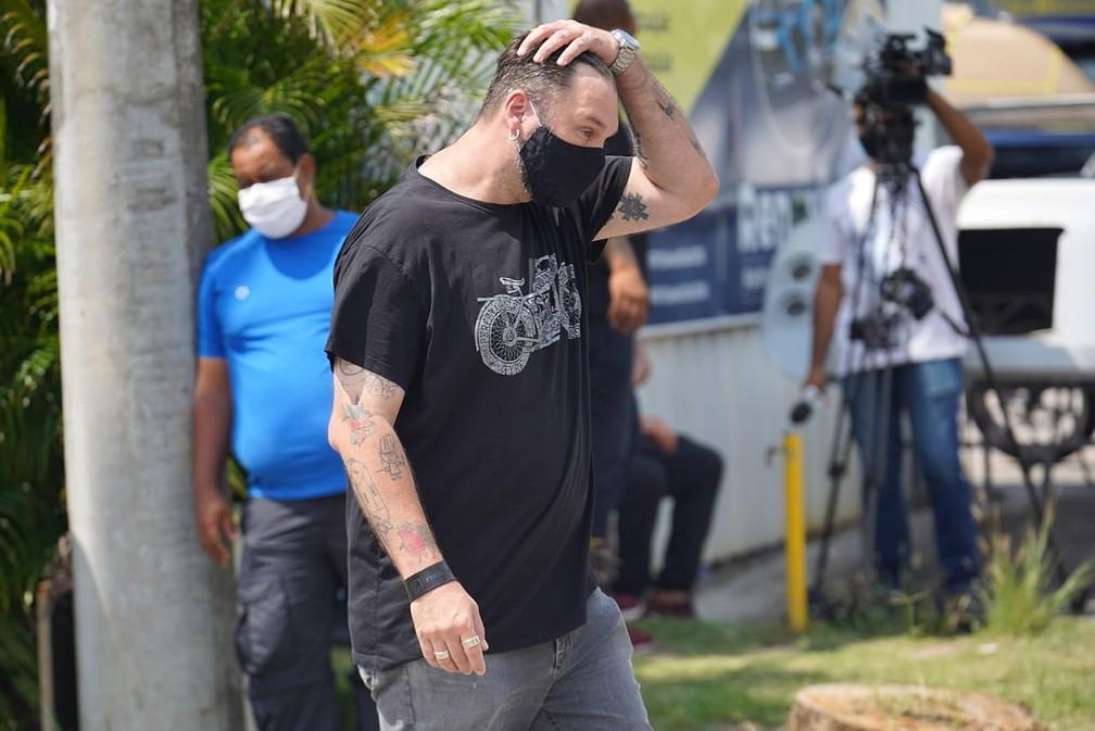 Jimmy McManis chega ao velório de Tom Veiga — Foto: Marcos Serra Lima / G1