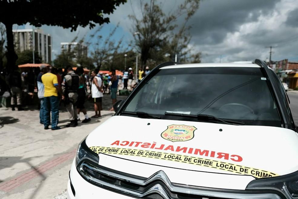 Peritos criminais e médicos legistas de Alagoas paralisaram as atividades para pressionar o Governo do Estado (Foto: Jonathan Lins/G1)