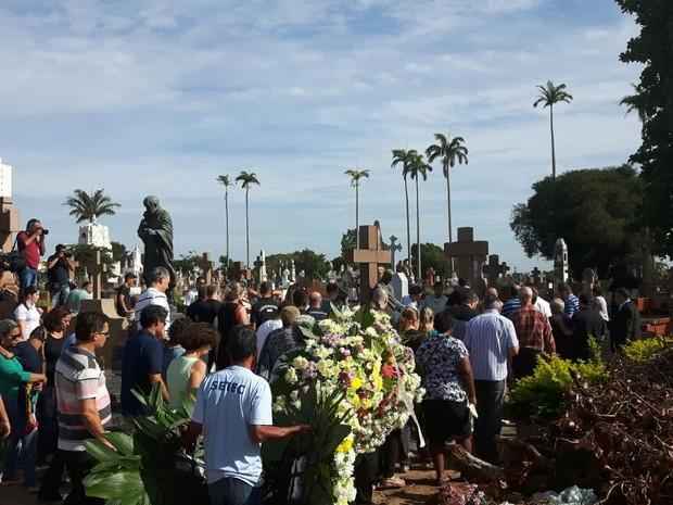 Vítimas da chacina são enterradas em Campinas (Foto: Murillo Gomes / G1)