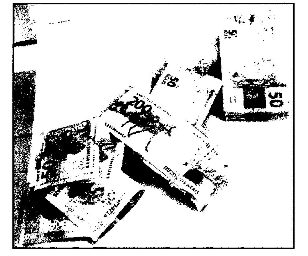 Senador Chico Rodrigues usou as novas notas de R$ 200 para esconder o dinheiro na cueca. Imagem está em baixa qualidade por se tratar de uma reprodução de documento da PF — Foto: Reprodução/PF