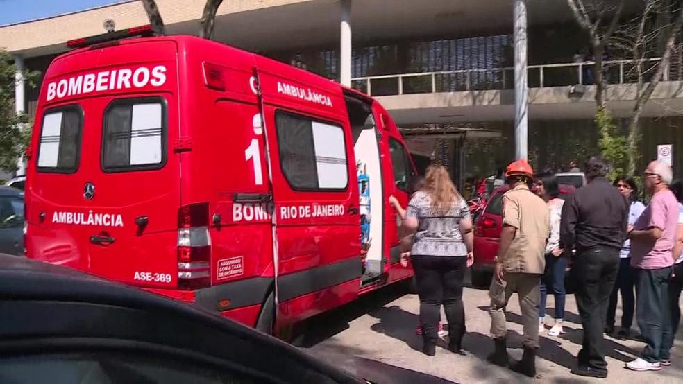 Bombeiros foram acionados para explosão em laboratório da UFRJ (Foto: Reprodução / GloboNews)