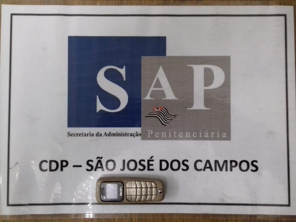 Mulher é barrada tentando entrar com celular escondido na calcinha no CDP de São José dos Campos.  — Foto: Divulgação / SAP