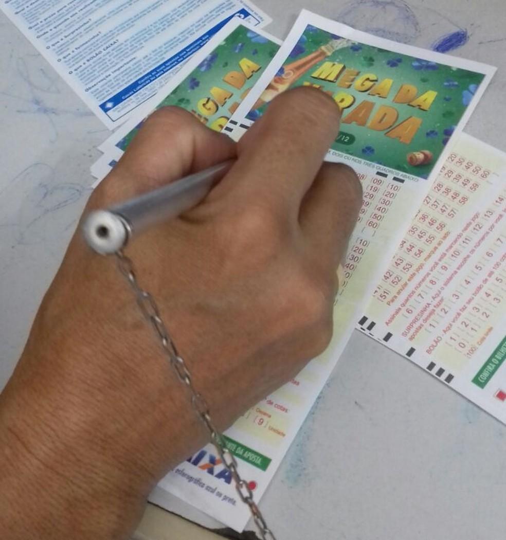 Apostas do Paraná foram feitas em São João do Triunfo e Rio Azul  (Foto: Karolini Oliveira/G1)