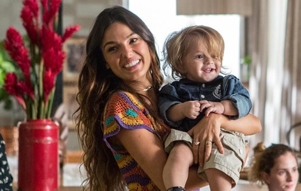 Em 'A Força do Querer', Rita (Isis Valverde) é separada do filho  — Foto: Fábio Rocha/Gshow