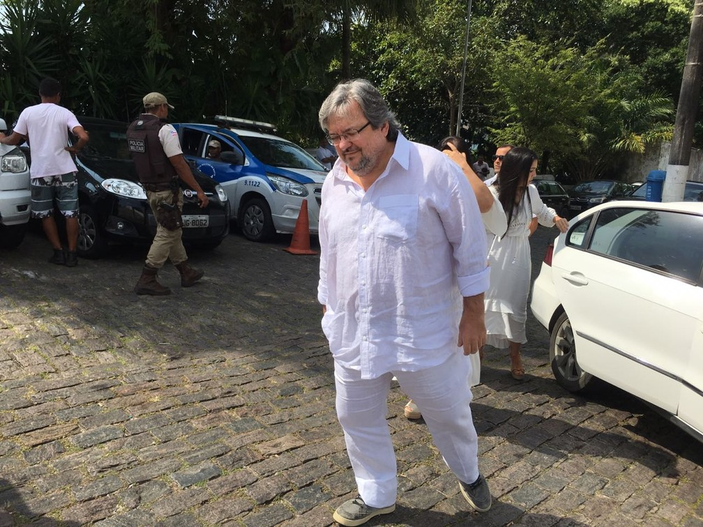 Ricardo Sangalo, irmão de Ivete, foi um dos primeiros familiares da artista a chegar na igreja — Foto: João Souza/ G1