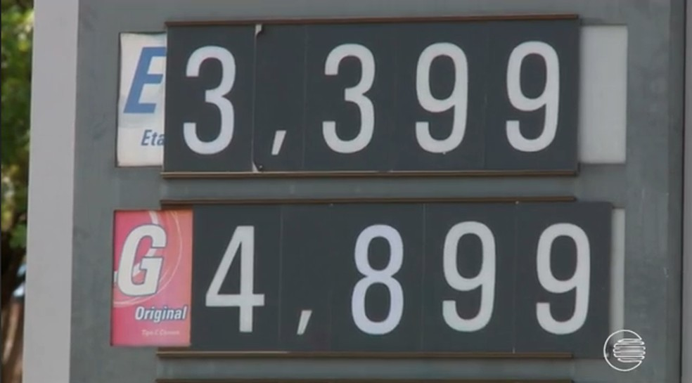 43783ed7c Foto  Alguns postos de Teresina já aderiram ao aumento do preço dois  combustíveis. — Foto