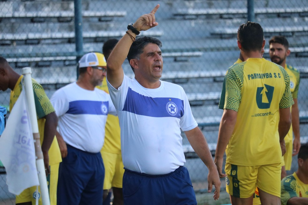 Em 2020, Wallace Lemos dirige o Parnahyba no Piauiense  — Foto: Felipe Soares/GloboEsporte.com