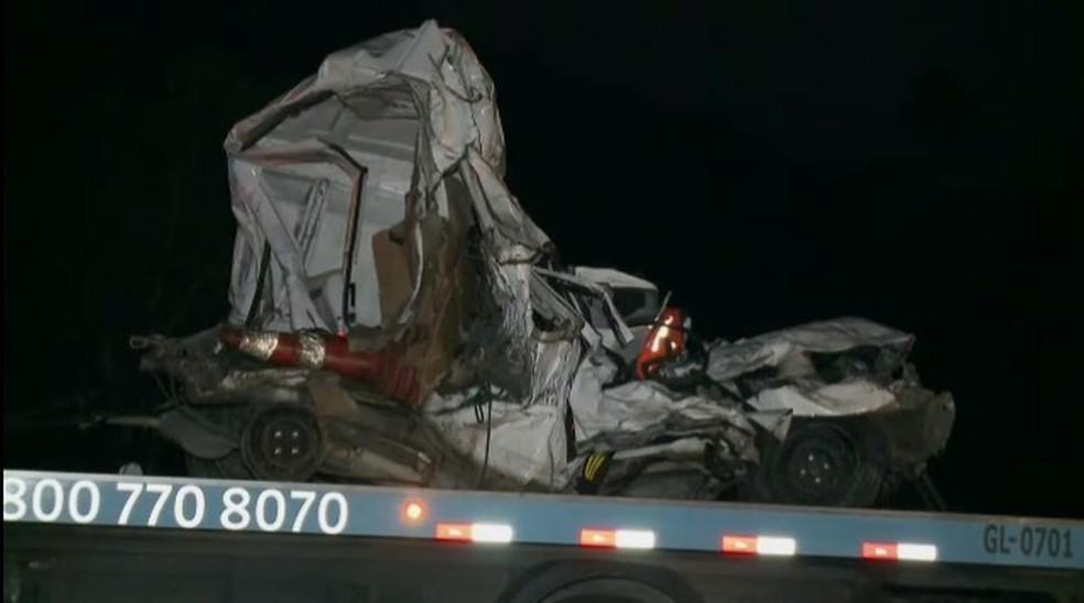Acidente entre caminhões e carros deixou um morto na Dom Pedro  — Foto: Lucas Rangel/ TV Vanguarda