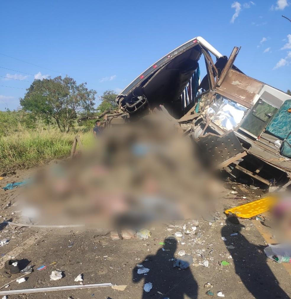 Mais de 40 pessoas morreram em acidente entre caminhão e ônibus de trabalhadores em Taguaí — Foto: Arquivo Pessoal