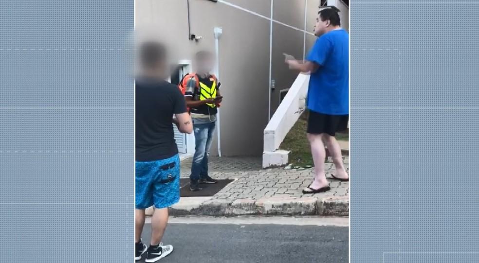 Entregador sofre ofensas racistas em Valinhos — Foto: Reprodução/EPTV