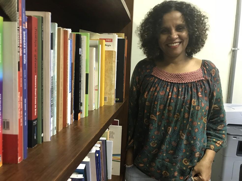 Renísia Filice, professora da UnB, é doutora em educação e pesquisa questões raciais na universidade (Foto: Marília Marques/G1)