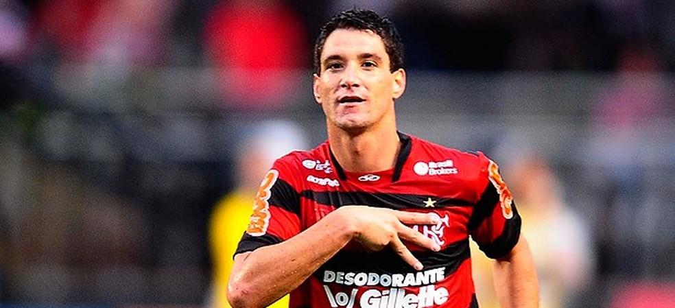 Thiago Neves cobra direitos de arena da passagem pelo Flamengo em 2011 — Foto: Marcos Ribolli/GloboEsporte.com