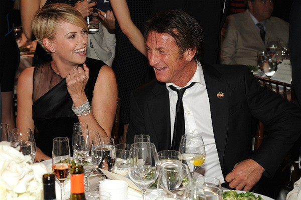 Cahrlize Theron e Sean Penn (Foto: Getty Images)