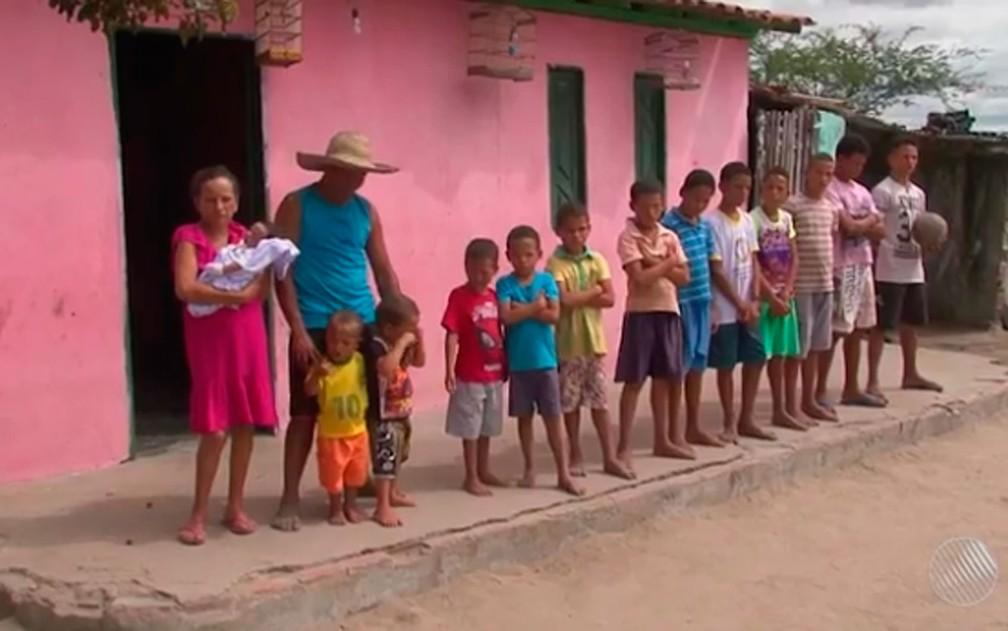 Irineu e a mulher moram em Conceição do Coité, na Bahia — Foto: Reprodução/ TV Subaé