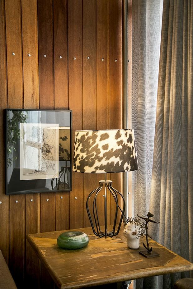 Lifestyle decor - Mesinha garimpada na casa André Luiz (Foto: Rogério Voltan)