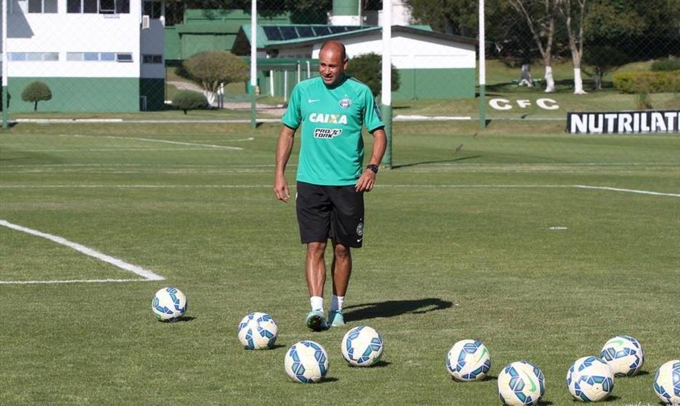 Rogério Maia, de 43 anos, em ação pelo Coritiba: treinador de goleiros terá primeira experiência no futebol carioca (Foto: Coritiba/Divulgação)