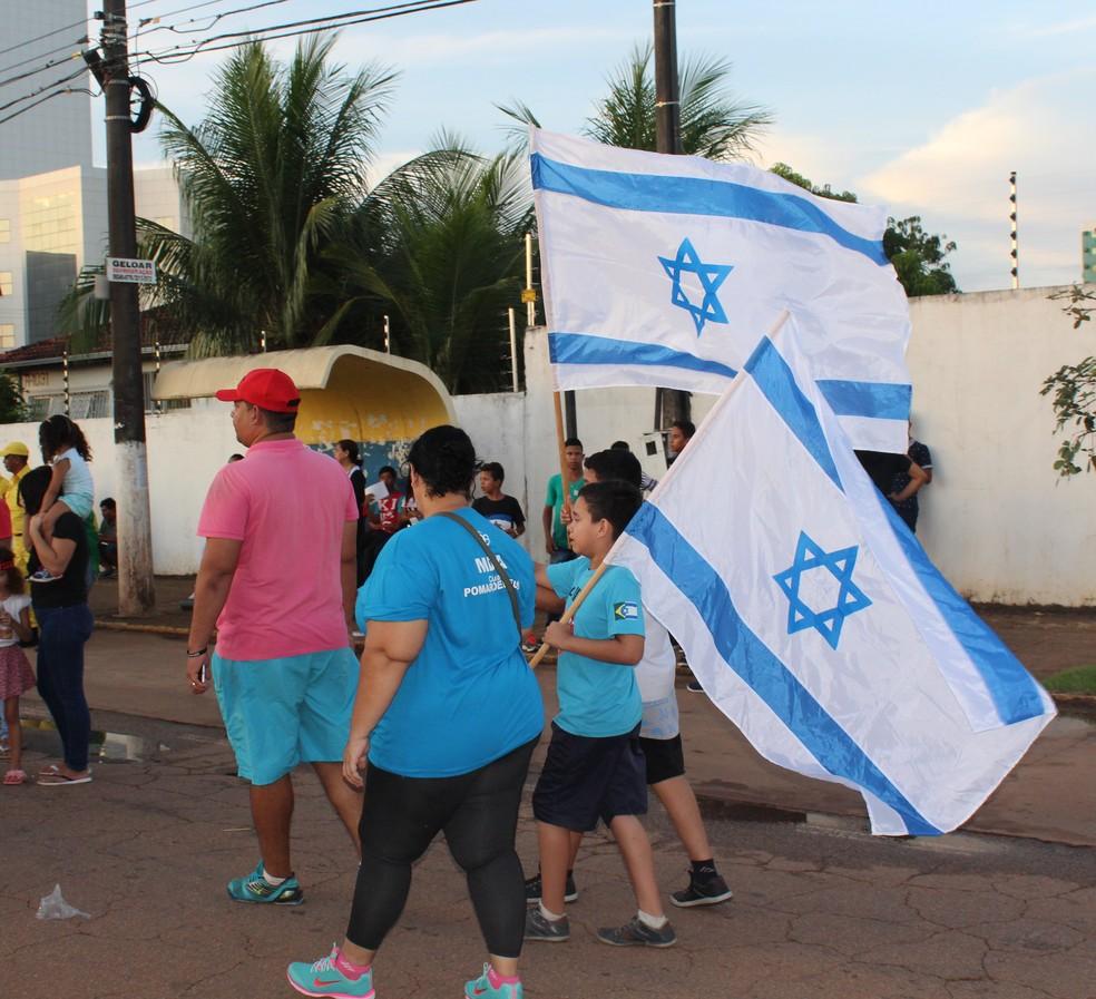 Bandeiras de Israel também marcaram presença na Marcha Para Jesus em RO (Foto: Pedro Bentes/ G1)