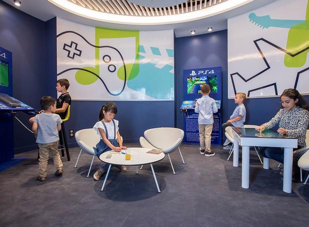 As crianças podem aproveitar o momento em uma sala de jogos (Foto: Air France/ Reprodução)