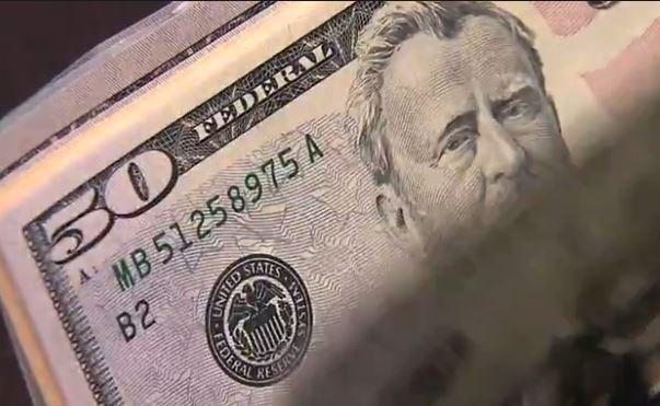 Dólar passa a subir em relação ao real em meio a ajustes  - Notícias - Plantão Diário