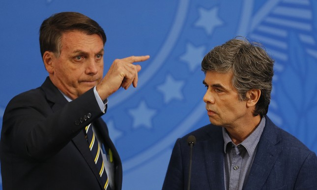 O presidente Jair Bolsonaro apresenta o novo ministro da Saúde, Nelson Teich