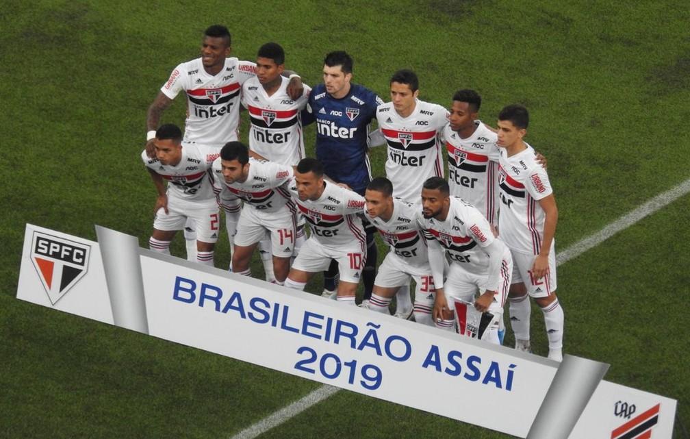 Time do São Paulo que começou a partida contra o Athletico-PR — Foto: Eduardo Rodrigues