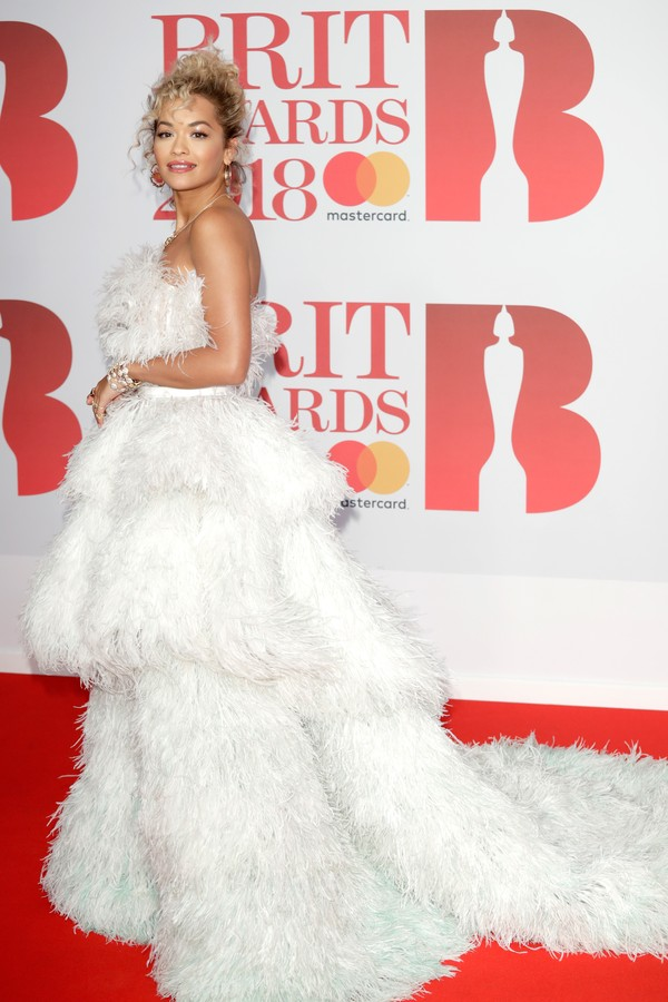 LONDON, ENGLAND - FEBRUARY 21:  *** EDITORIAL USE ONLY IN RELATION TO THE BRIT AWARDS 2018***  Singer Rita Ora attends The BRIT Awards 2018 held at The O2 Arena on February 21, 2018 in London, England.  (Photo by John Phillips/Getty Images) (Foto: Getty Images)