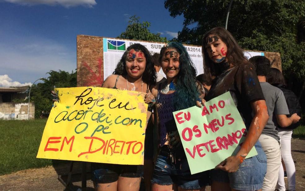 Estudantes comemoram aprovação no PAS, da UnB — Foto: Wellington Hanna/G1