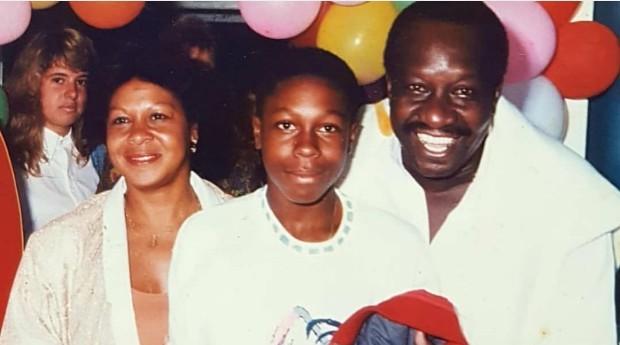 Sandro Gomes com seus pai Antônio Carlos Gomes (Mussum) e sua mãe Neila Gomes (Foto: Reprodução/Instagram)