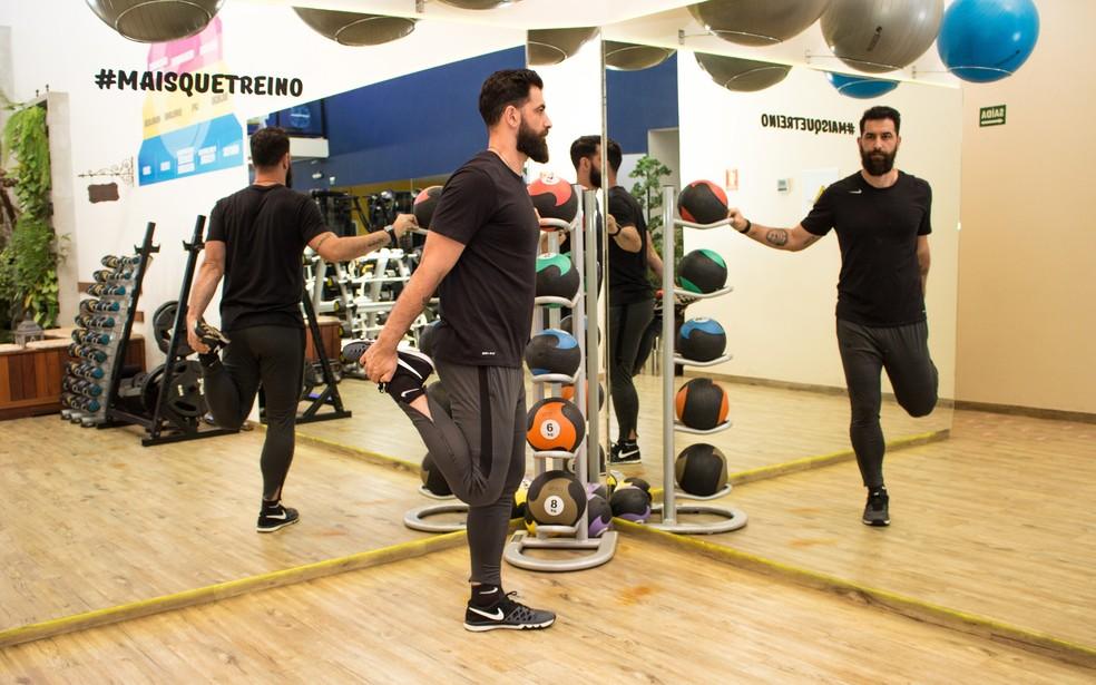 Exemplo de como fazer o exercício — Foto: Divulgação