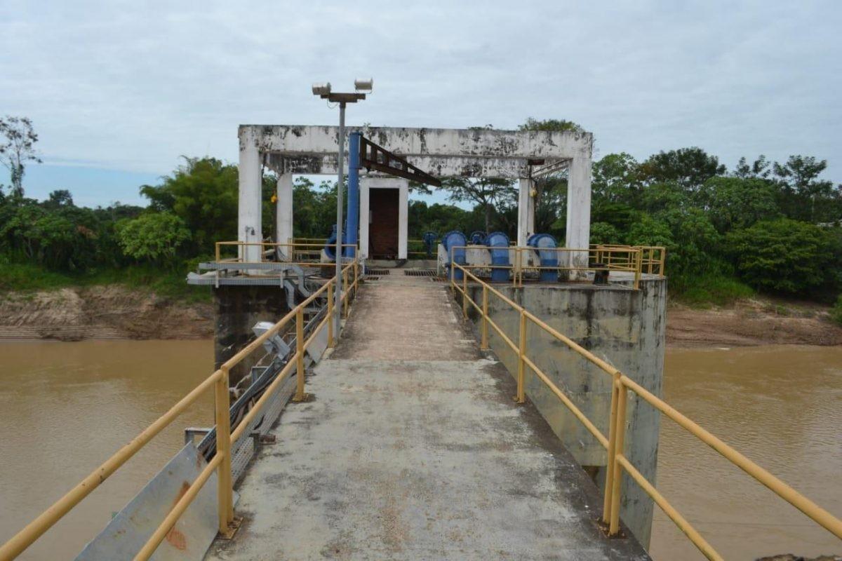 Deslizamento de terra próximo à ETA da terceira ponte ameaça abastecimento de água em Rio Branco