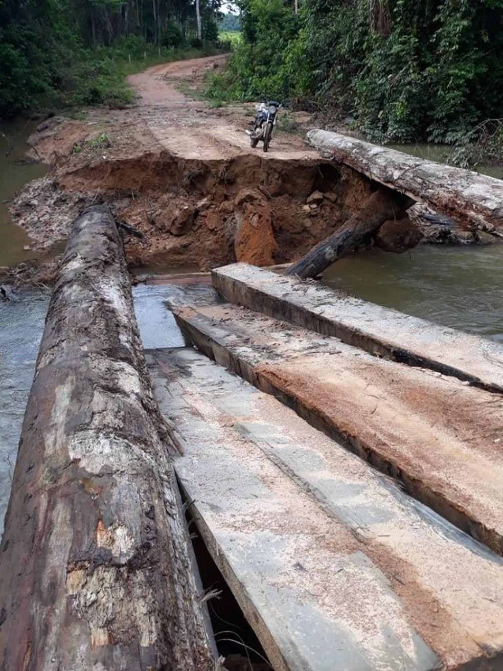 Chuvas provocaram queda de ponte em Nova Bandeirantes (MT) — Foto: Reprodução