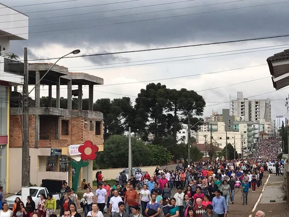 Romeiros participam de celebração em Campos Novos (Foto: Murilo Souza/NSC TV)