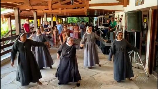 Freiras dançam para agradecer apoio para manter obras sociais em Pirenópolis; veja vídeo