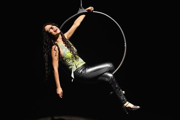 Sara Bentes: com 10% de visão, estudou música, fez circo, teatro e hoje é escritora premiada (Foto: arquivo pessoal)