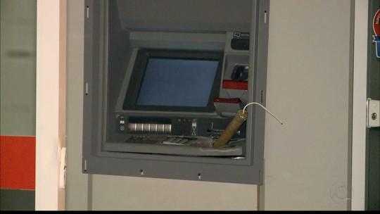 Moradores de Casserengue, PB, furtam dinheiro de banco após explosão, diz polícia