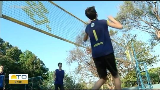 Dupla de vôlei sub-16 do TO treina com foco no Brasileiro Escolar de Praia